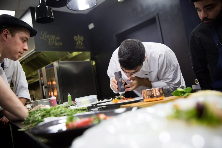 Aula de culinária com o chef Tiago Bonito